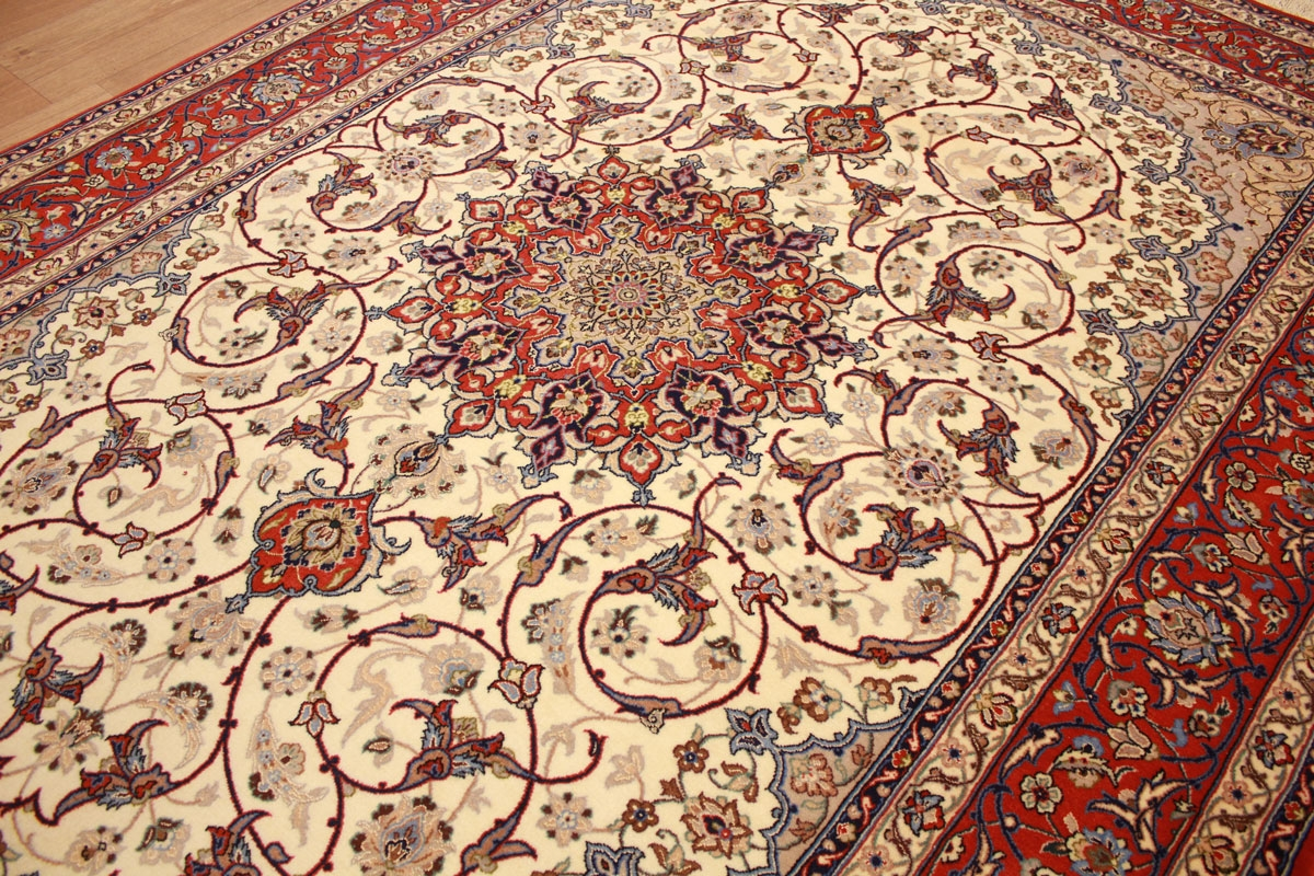 teppich persian carpet isfahan with silk 236x164 cm beige. Black Bedroom Furniture Sets. Home Design Ideas